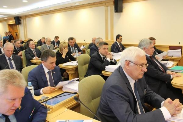 Областной бюджет увеличен на 1.6 миллиарда рублей