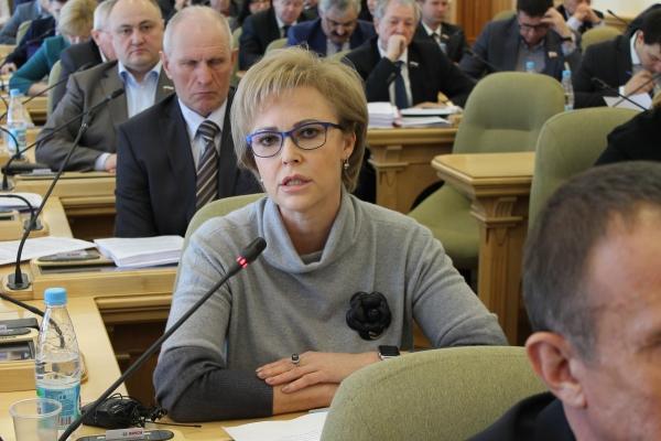 Депутат Областной Думы Татьяна Соломатина предлагает запретить рекламу лекарств в СМИ