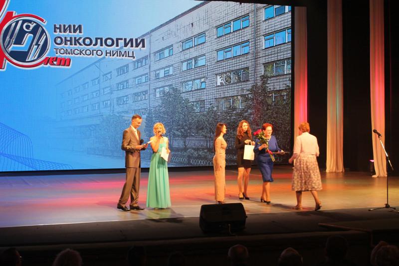 Оксана Козловская поздравила НИИ онкологии с 40- летием